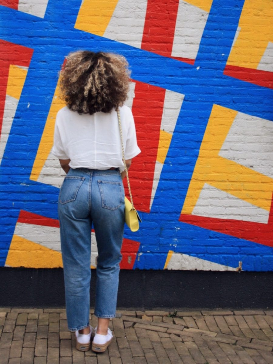 how to create different looks with a white tee & jeans
