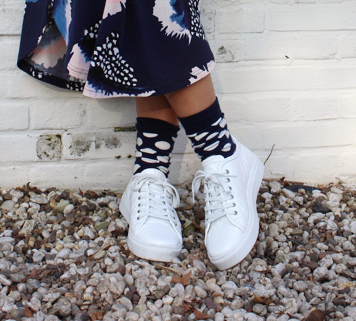 white sneakers like diamonds: make your feet happy
